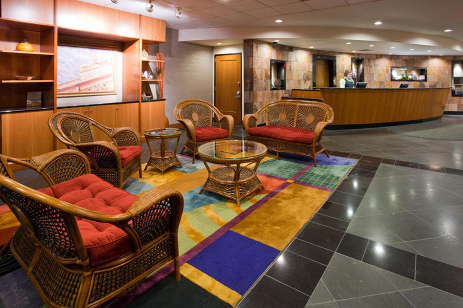 Radisson Hotel Milwaukee Lobby